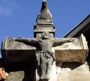 Croix de la poule in Dezize les Maranges